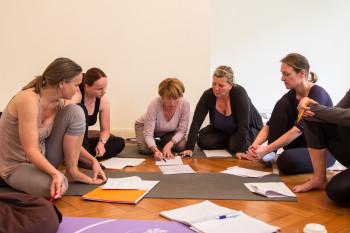 Engagierte Teilnehmer bei der Gruppenarbeit