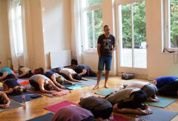 Bryan Kest während seiner Power Yoga class